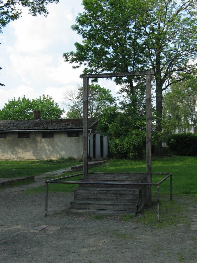 auschwitz - de galg waar Höss aan werd opgehangen